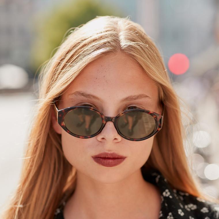 Fashion Guide: 5 ζευγάρια γυαλιά ηλίου από ταρταρούγα για κομψές εμφανίσεις