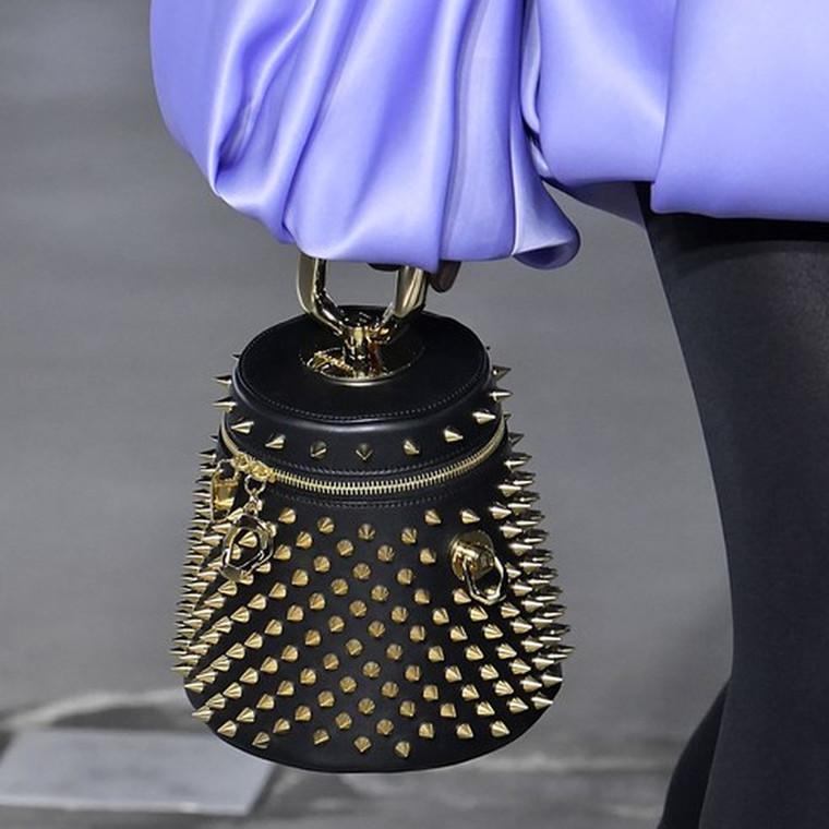 Οι πιο μοντέρνες τσάντες που είδαμε για πρώτη φορά στην εβδομάδα μόδας του Παρισιού