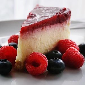 Cheesecake με κομμάτια σοκολάτας χωρίς ψήσιμο