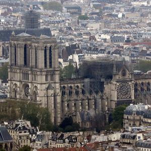 Δύο από τους πλουσιότερους ανθρώπους της Γαλλίας δεσμεύονται για την αναστήλωση της Notre Dame