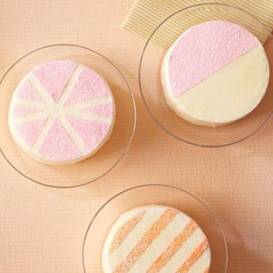 Διακόσμησε την τούρτα σου με stencils που θα φτιάξεις μόνη σου