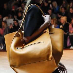 Oversized Bags: το νέο fashion trend που ήρθε για να μείνει