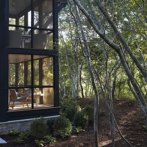 Αυτό το υπέροχο σπίτι στη Μασαχουσέτη είναι ένας παράδεισος μέσα στα δέντρα
