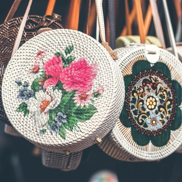 Δες πώς να φτιάξεις την πιο ωραία πλεκτή τσάντα του καλοκαιριού