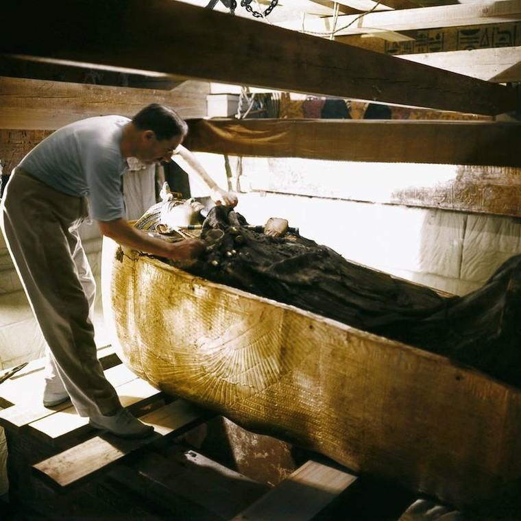 Έγχρωμες φωτογραφίες απεικονίζουν την στιγμή που ανακαλύφθηκε ο τάφος του Τουταγχαμόν.