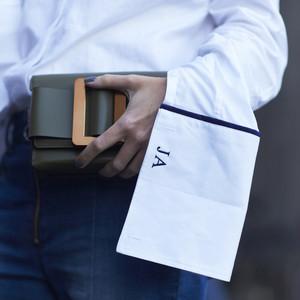 Θες να κρατάς την mini bag σου και το πρωί; Aκολούθησε αυτές τις 3 στυλιστικές συμβουλές