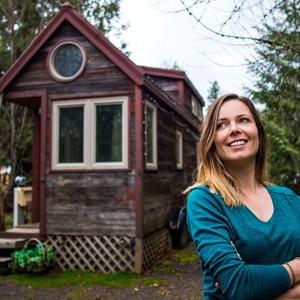 Η γυναίκα που ζει στο πιο μικρό σπίτι, με το οποίο μπορεί να γυρίζει όλο τον κόσμο