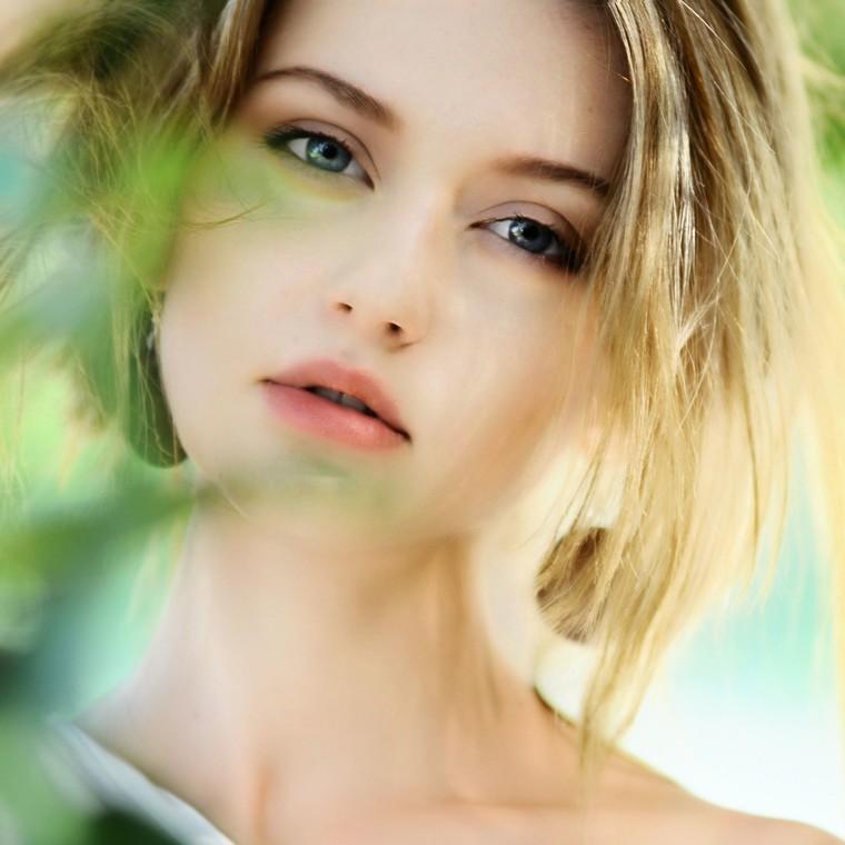 Θα μπορούσαν λιγότερα συστατικά σ' ένα καλλυντικό να είναι το κλειδί για ένα υγιέστερο δέρμα;