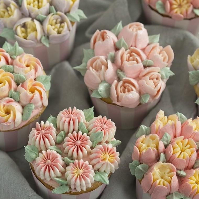 Δες πώς μπορείς να φτιάξεις με τον πιο εύκολο τρόπο λουλουδάκια από βουτυρόκρεμα