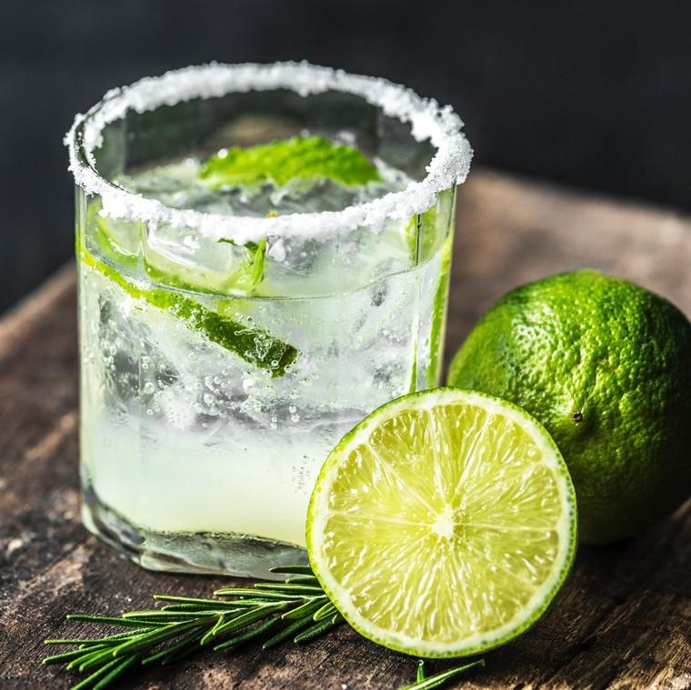 7 δροσιστικά ποτά, ιδανικά για τις καλοκαιρινές Αυγουστιάτικες νύχτες