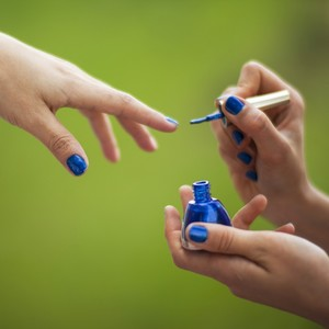Το μπλε της θάλασσας στα νύχια σου