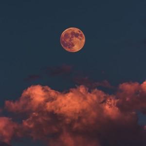 5 πράγματα που δεν γνωρίζουμε για τη σελήνη