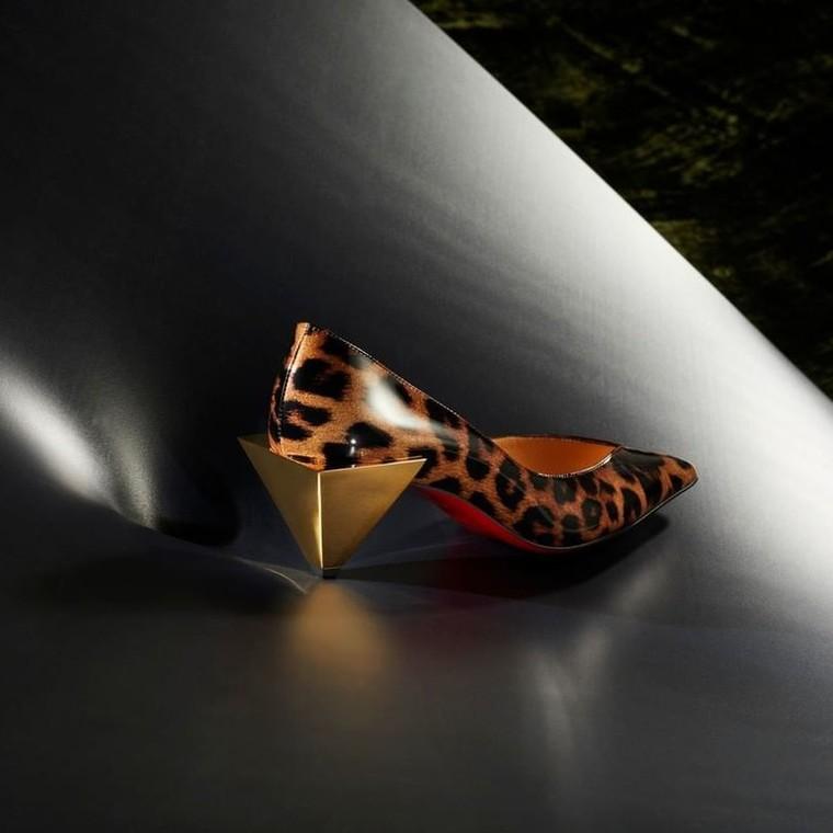Οι νέες animal print γόβες του οίκου Louboutin ταιριάζουν απόλυτα στο φθινοπωρινό σου look