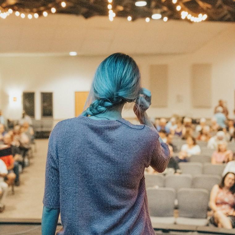 3 τρόποι που θα σε κάνουν ν' αποβάλλεις το άγχος σου όταν πρόκειται να μιλήσεις μπροστά σε κοινό