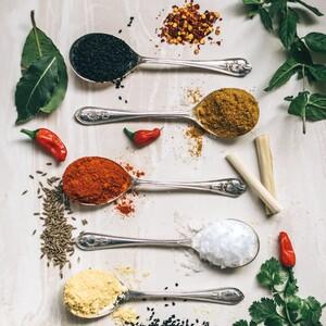 Αυτά είναι τα 12 κορυφαία βότανα και μπαχαρικά που μας βοηθούν να μένουμε πάντα υγιείς και νέες