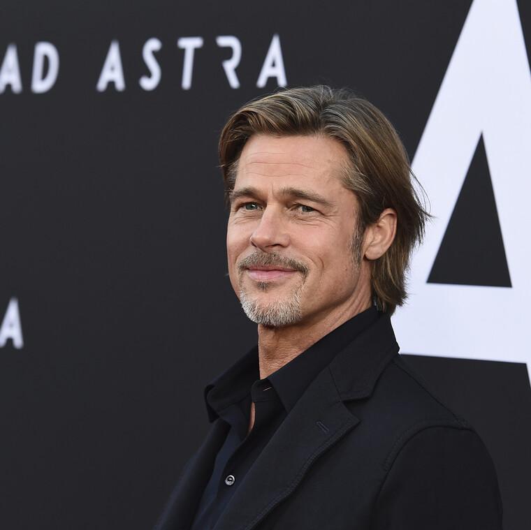 Έτσι «κερνάει» ο Brad Pitt!