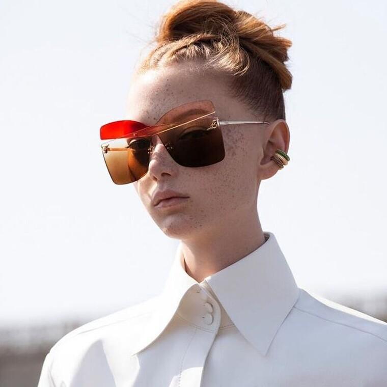 H νέα συλλογή γυαλιών ηλίου «Karligraphy» όπως την σχεδίασε ο Karl Lagerfeld για τον οίκο Fendi