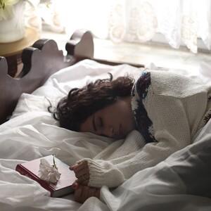 Τι πρέπει να φοράς στον ύπνο σου τον χειμώνα για να κοιμάσαι σαν πουλάκι όλη τη νύχτα