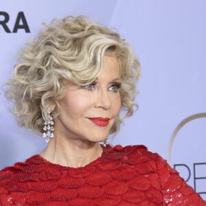 Δεν φαντάζεσαι τι υπάρχει μέσα στην τσάντα της Jane Fonda;