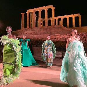 Τα beauty trends από το χθεσινό fashion show της Μary Katrantzou στο Σούνιο που μας καθήλωσε