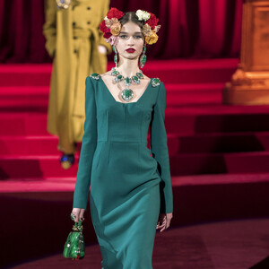 Go Green:10 φορέματα που αποδεικνύουν περίτρανα πως το πράσινο είναι το χρώμα του φθινοπώρου
