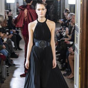 12+1 haute couture μαύρα φορέματα που σίγουρα σχεδιάστηκαν για εμάς