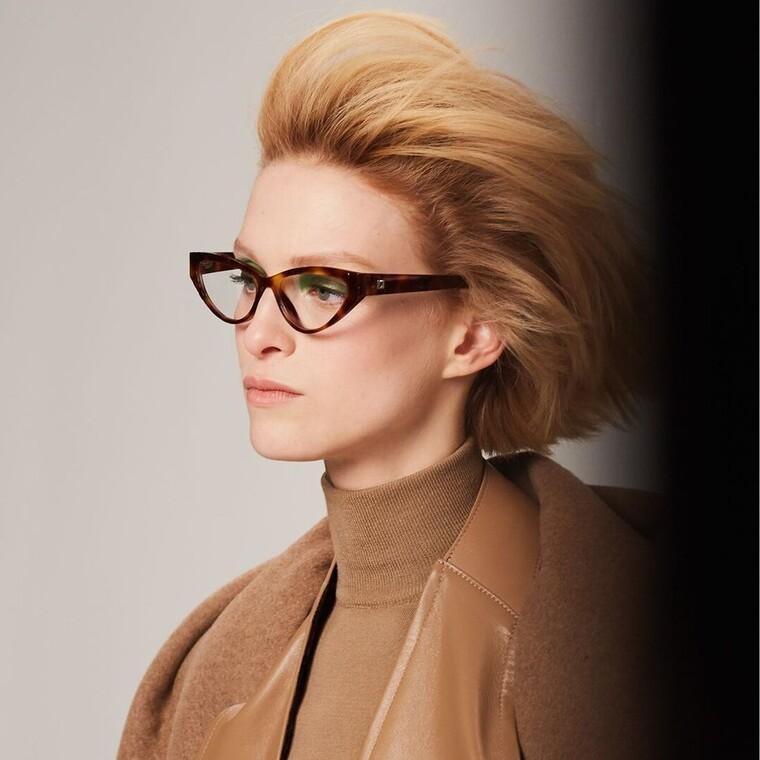 Η Max Mara είναι μια γυναίκα τολμηρή και αυτό αποτυπώνεται στη νέα συλλογή γυαλιών της