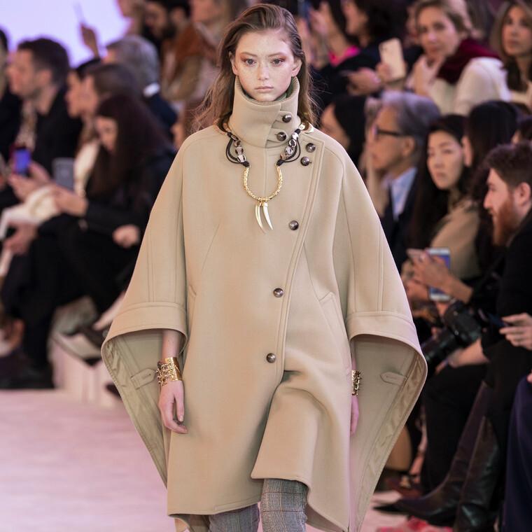 Τα καμηλό παλτό  αποτελούν το απόλυτο fashion trend και τον φετινό χειμώνα