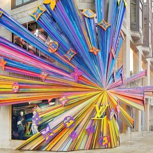 Η ναυαρχίδα της Louis Vuitton στο Λονδίνο ανοίγει ξανά τις πύλες της και εντυπωσιάζει