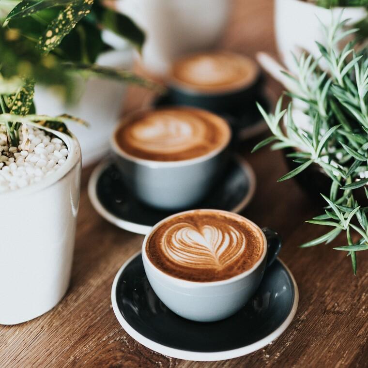 Πίνεις καφέ ή τσάι; Δες τι σημαίνει για την προσωπικότητά σου