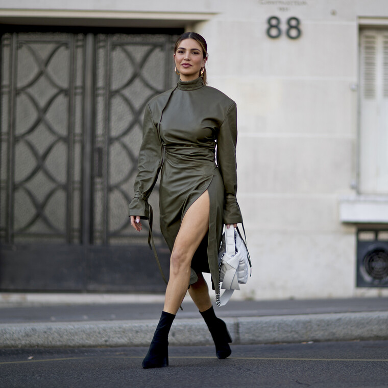 12+1 δερμάτινα φορέματα που κλέβουν τις εντυπώσεις αυτό το φθινόπωρο
