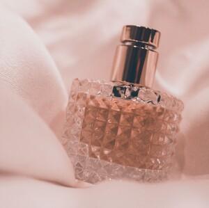 15+1 πρωτότυπα μπουκάλια που φιλοξενούν τα αγαπημένα μας αρώματα