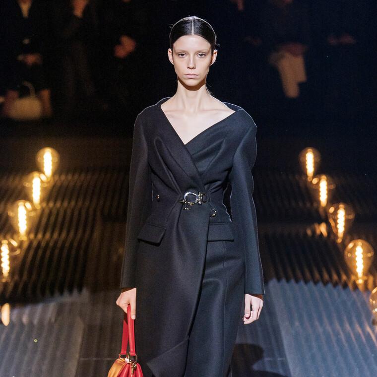 Tα πιο stylish παλτό του οίκου Prada που μας έχουν πάρει το μυαλό (και όχι άδικα)