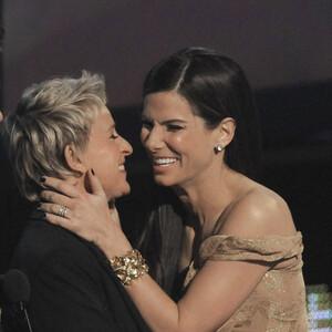 Σάλος στην Αμερική: σε ποιους κάνουν μήνυση η Ellen DeGeneres και η Sandra Bullock