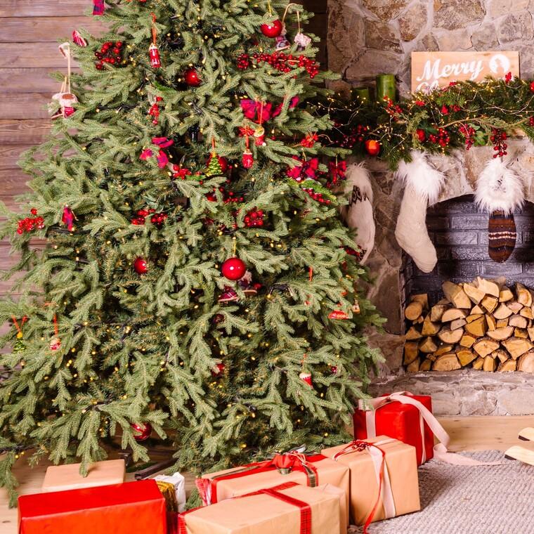 7 ιδέες που θα κάνουν το χριστουγεννιάτικο δέντρο σου να μοιάζει ολοκαίνουριο