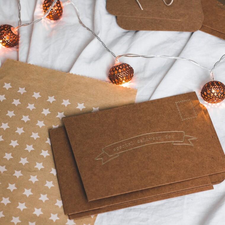Έτσι θα διακοσμήσεις τις χριστουγεννιάτικες κάρτες σου αξιοποιώντας τες με τον πιο δημιουργικό τρόπο
