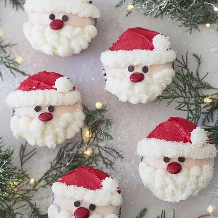 Μικρά Αγιοβασιλιάτικα cupcakes... όλο γλύκα