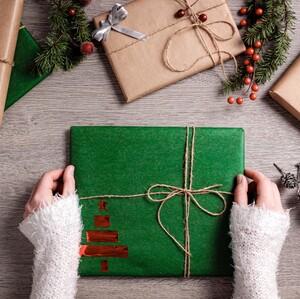 5 tips για να τυλίξεις με τον πιο εντυπωσιακό τρόπο τα δώρα για τους αγαπημένους σου