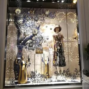 Christmas in Vienna:Οι βιτρίνες των μεγαλύτερων οίκων μόδας φορούν τα γιορτινά τους κι εντυπωσιάζουν