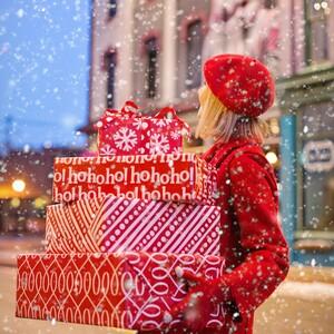 Αυτό το αστρονομικό ποσό ξοδεύουμε για τα χριστουγεννιάτικα δώρα, σύμφωνα με έρευνα