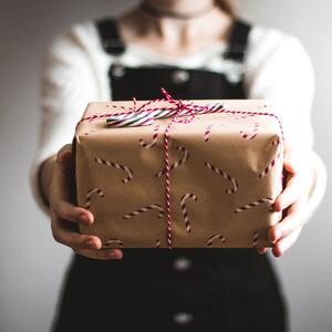 Πρωτότυπες ιδέες για να τυλίξεις τα δώρα των αγαπημένων σου για την Πρωτοχρονιά