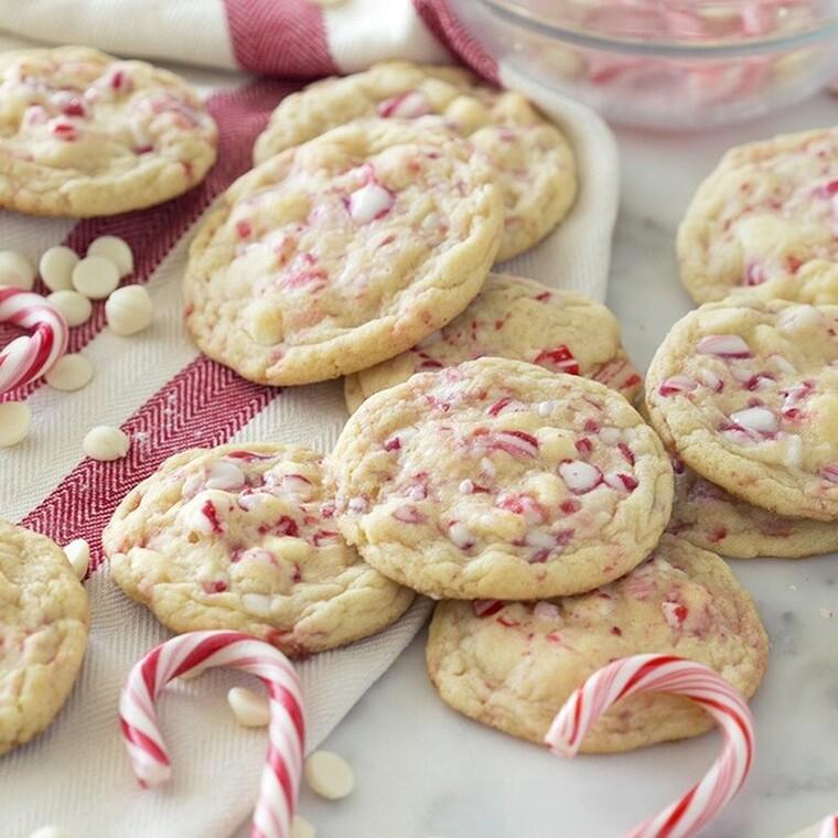 Εορταστικά μπισκότα με λευκή σοκολάτα και δυόσμο