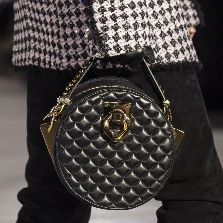 Μια νέα έκθεση αφιερωμένη στις handbags έρχεται στο Λονδίνο