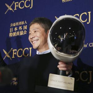 Ένας Ιάπωνας δισεκατομμυριούχος αναζητά σύντροφο για να πετάξουν μαζί στο φεγγάρι