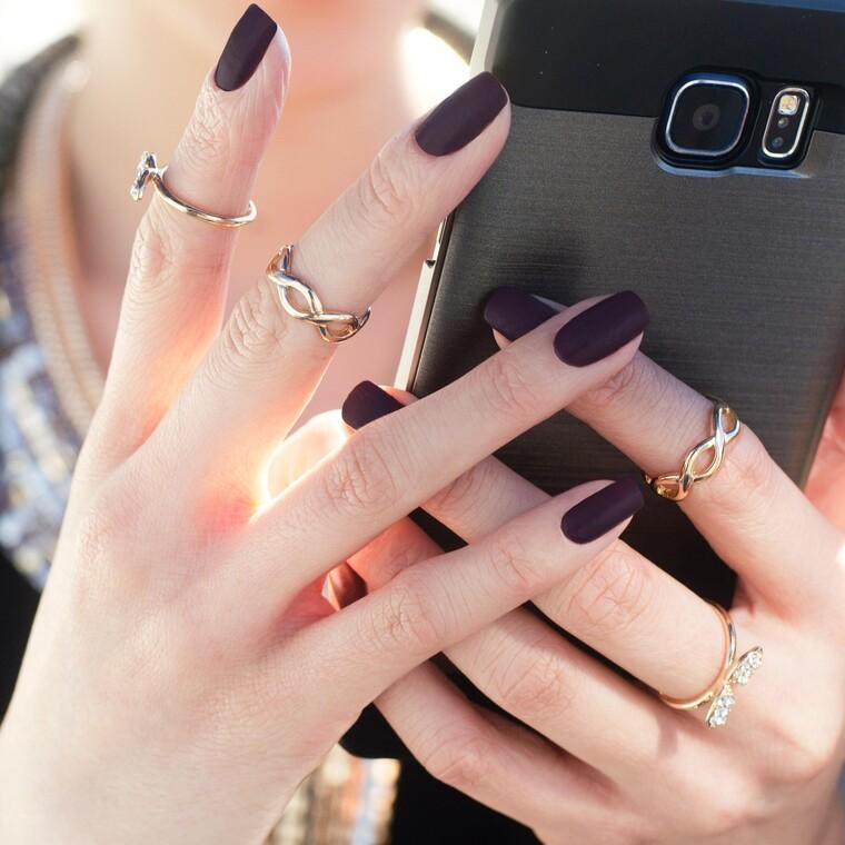 8+1 εντυπωσιακά σκουρόχρωμα nail arts για να πάρεις έμπνευση για το επόμενο μανικιούρ σου