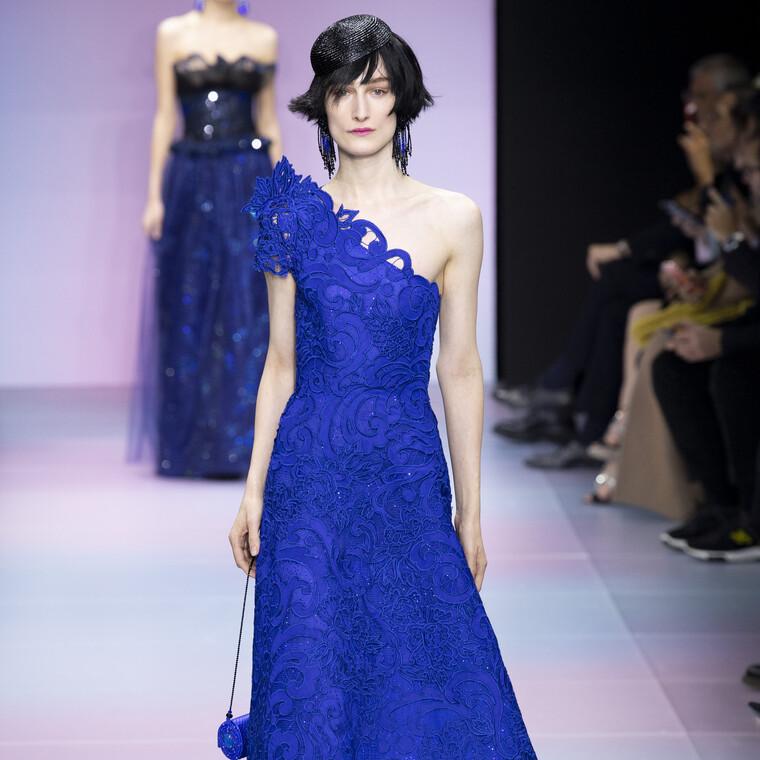 Ο Armani αγαπά το χρώμα της χρονιάς και το αποδεικνύει στην ανοιξιάτικη Couture συλλογή του