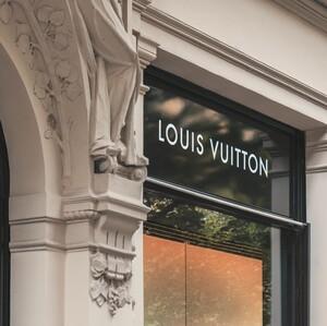 Κι όμως! Το νέο εγχείρημα του οίκου Louis Vuitton δεν έχει καμία σχέση με τη μόδα