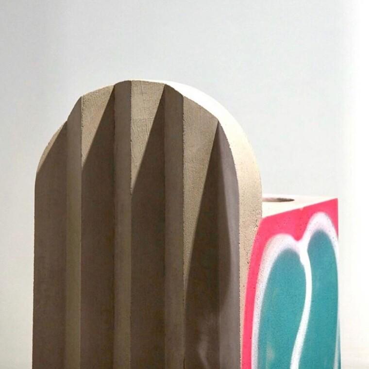 Νέα σειρά επίπλων καλυμμένα με grafiti από τoν καλλιτεχνικό διευθυντή της Louis Vuitton,Virgil Abloh