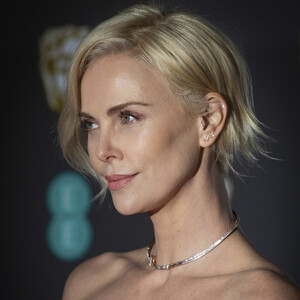 H Σαρλίζ Θερόν με φόρεμα Dior ήταν η πιο κομψή της βραδιάς στα BAFTA Awards 2020