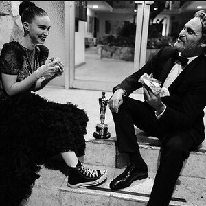 Behind the scenes: Οι καλύτερες στιγμές των Oscars που αποτυπώθηκαν στο instagram